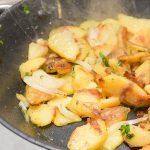 Frisch zubereitete Bratkartoffeln