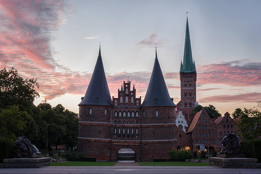Holstentor in den Morgenstunden