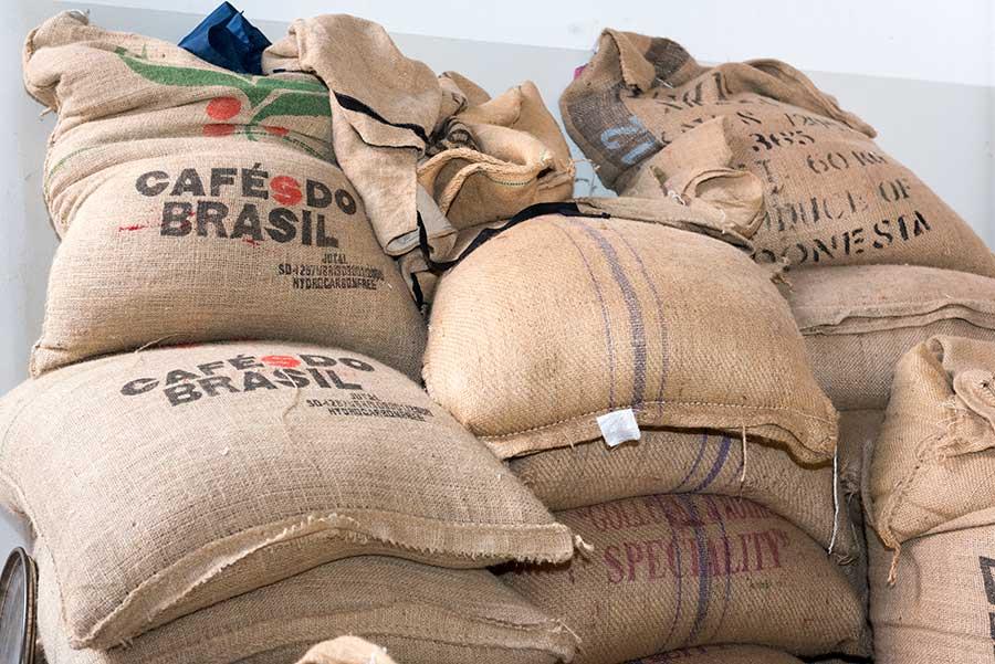 Ernte - Kaffeebohnen in Säcken