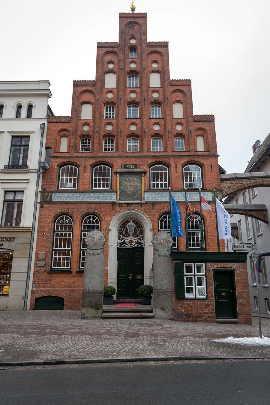 Bau des Hauses der Schiffergesellschaft