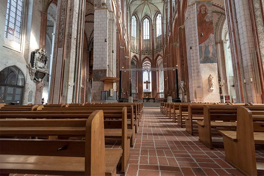 Kirchenbänke in der Marienkirche