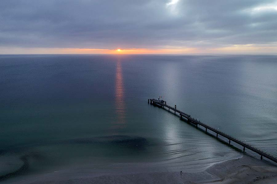 Sonnenaufgang am Horizont