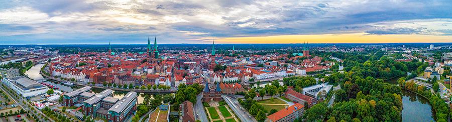 Drohnenfotografie: Dreh- und Aufstiegsgenehmigung für Lübeck