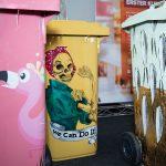 Kunstkilometer bemalte Mülltonnen