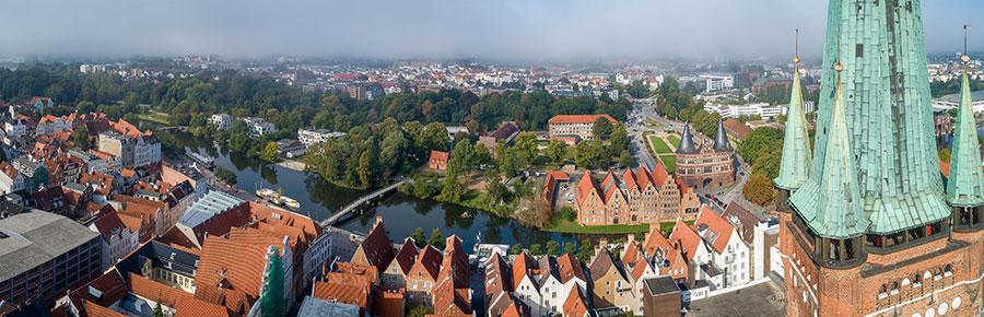 Panoramabild von der Petrikirche mit der Drohne