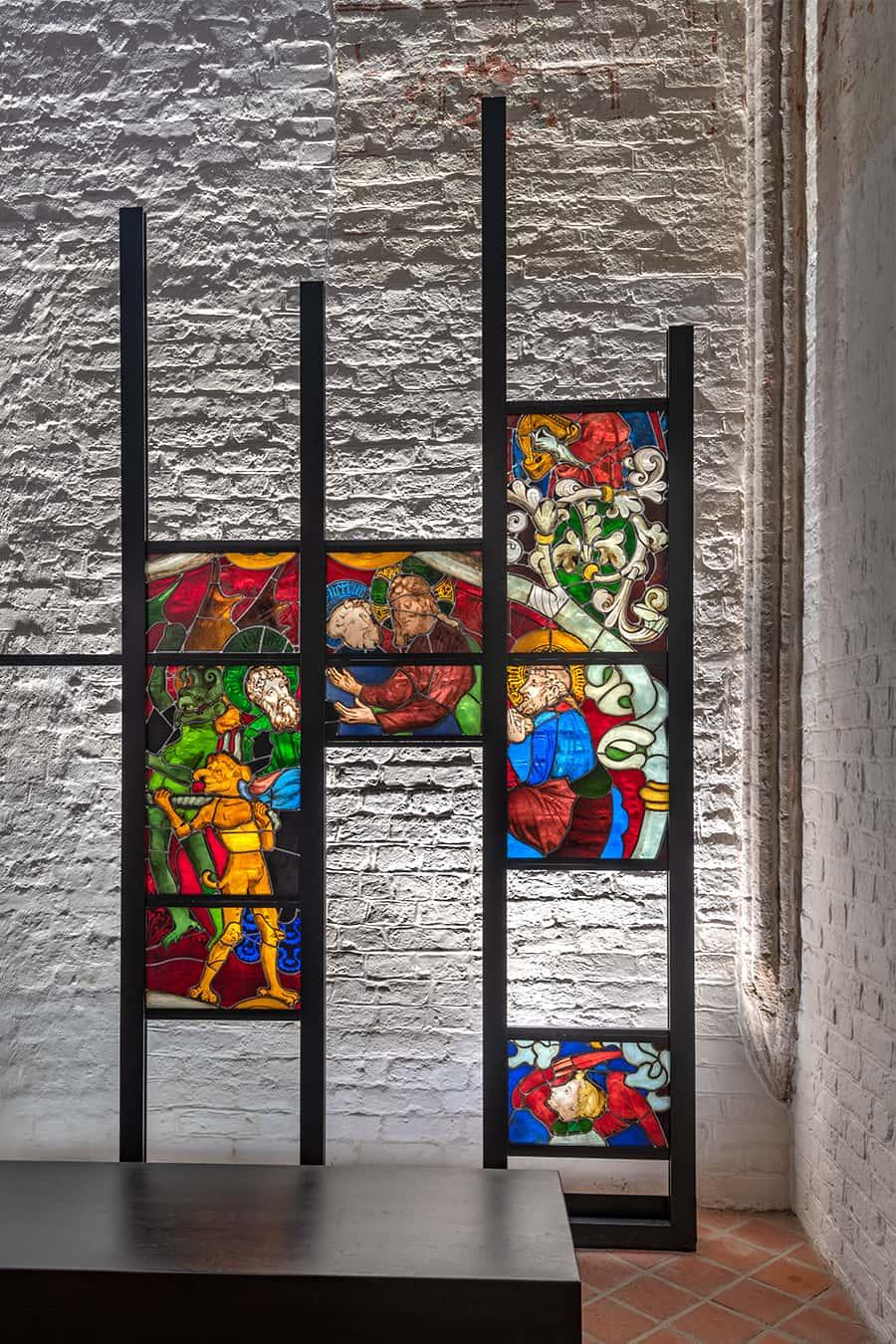 Kunstvolle bunte Glasmalereien
