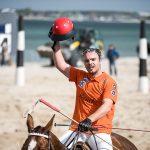 Polo-Spieler verabschiedet sich