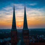 Dom zu Lübeck mit Sonnenuntergang