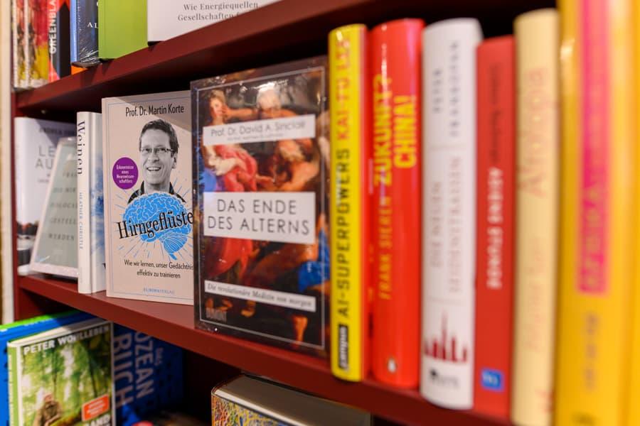 Gesprächsstoff Bücherregal